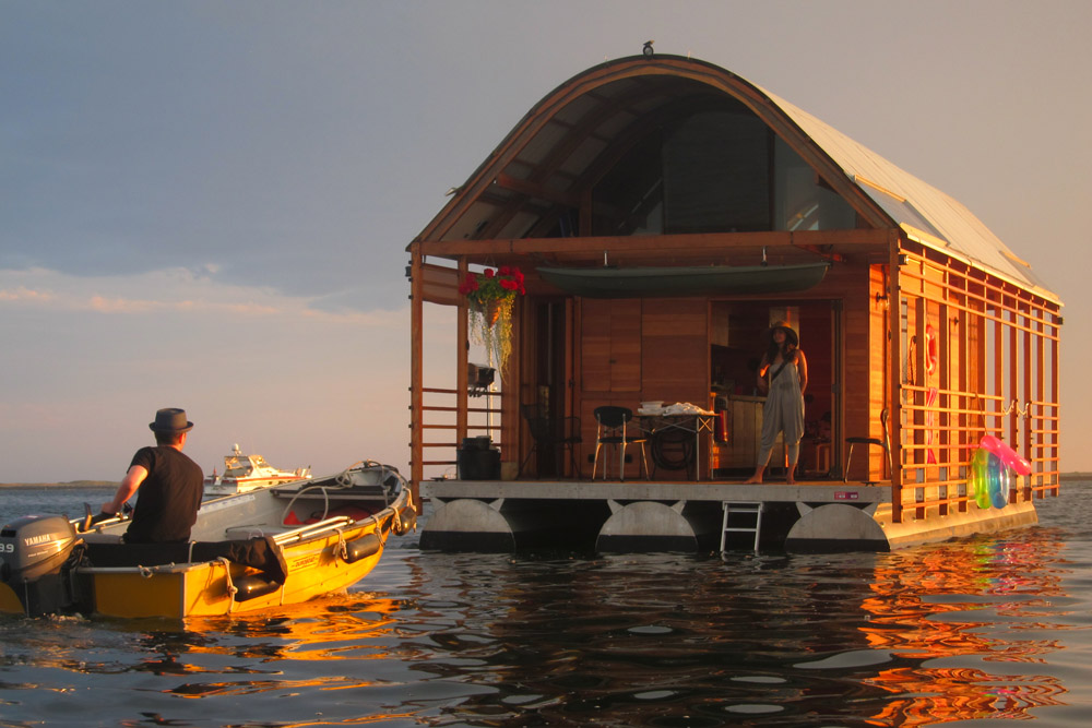 Ptown Houseboat